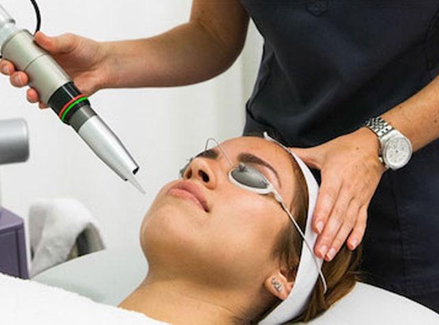 Dùng laser để trị sưng bọng mắt
